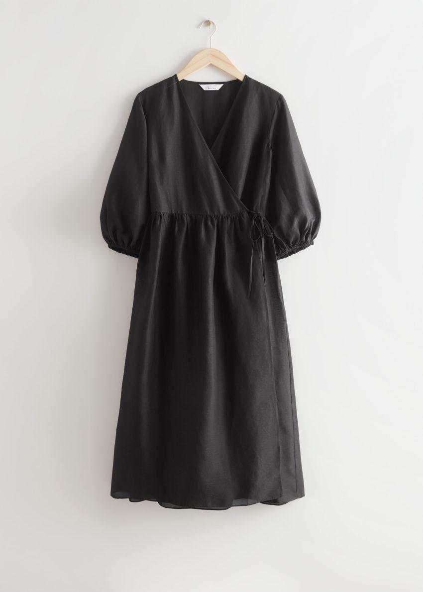 앤아더스토리즈 릴렉스드 미디 랩 드레스의 블랙컬러 Product입니다.