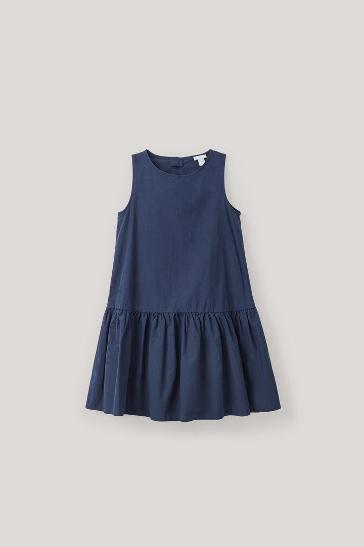 COS default image 7 of 블루 in 개더드 프릴 코튼 드레스