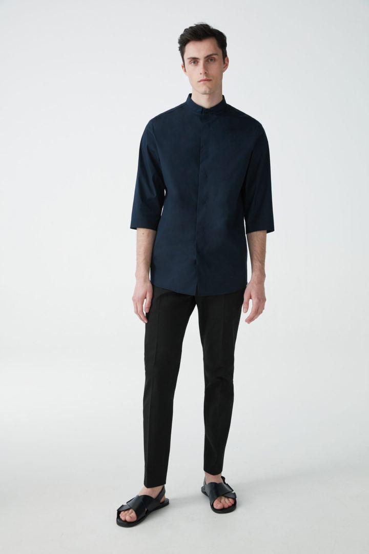 COS 7부 소매 그랜대드 셔츠의 딥 네이비컬러 ECOMLook입니다.