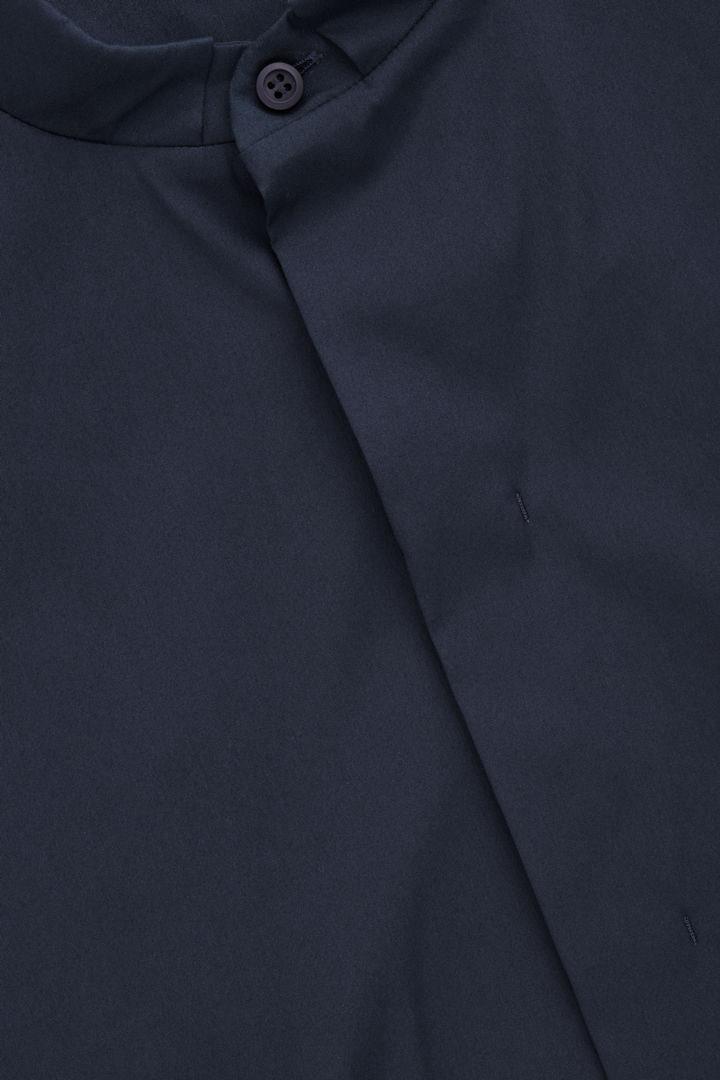 COS 7부 소매 그랜대드 셔츠의 딥 네이비컬러 Product입니다.