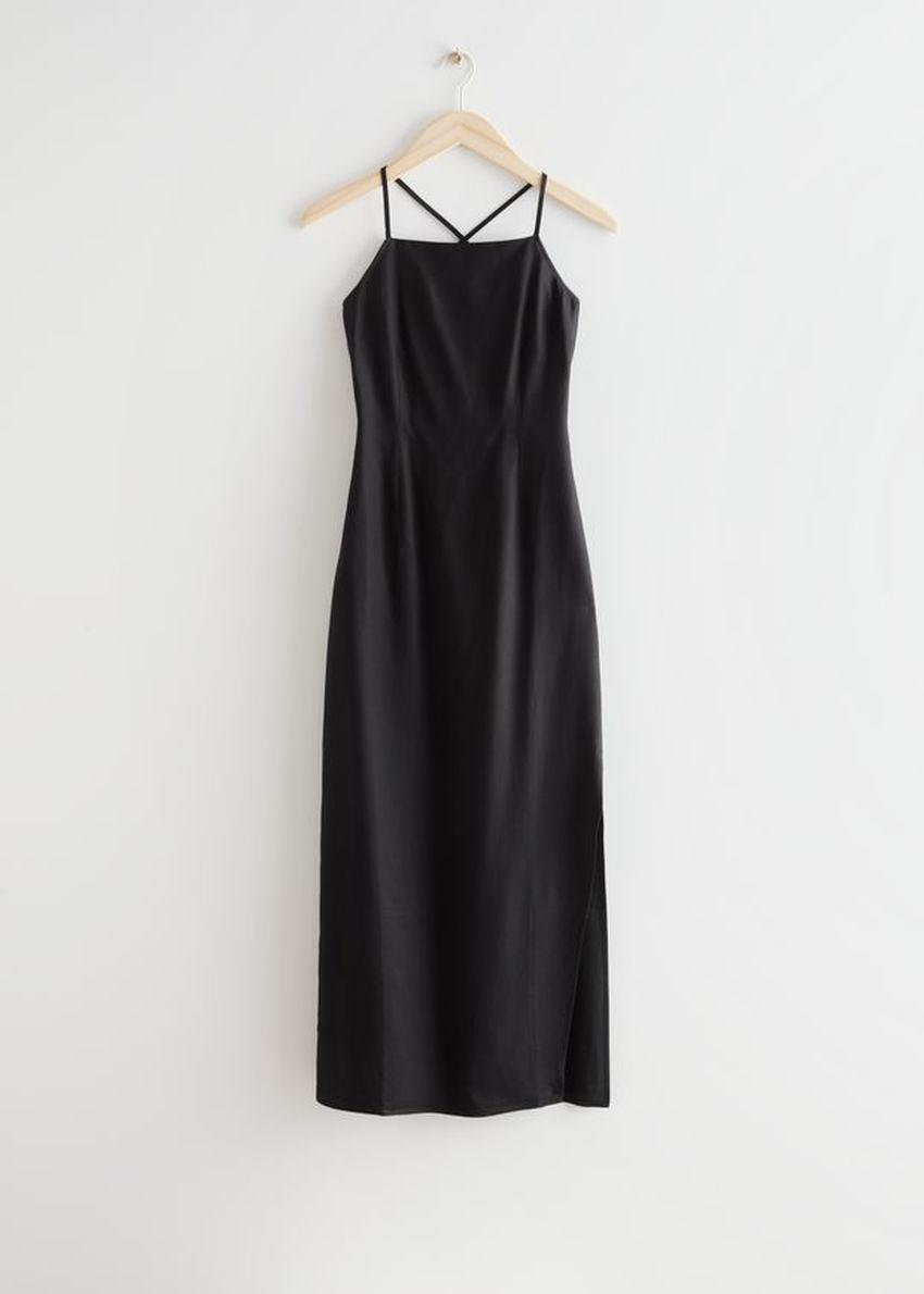 앤아더스토리즈 크리스 크로스 스트랩 미디 드레스의 블랙컬러 Product입니다.