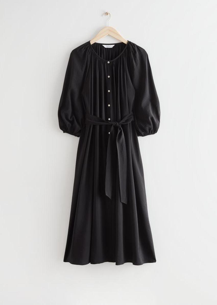 앤아더스토리즈 벨티드 셸 버튼 미디 드레스의 블랙컬러 Product입니다.