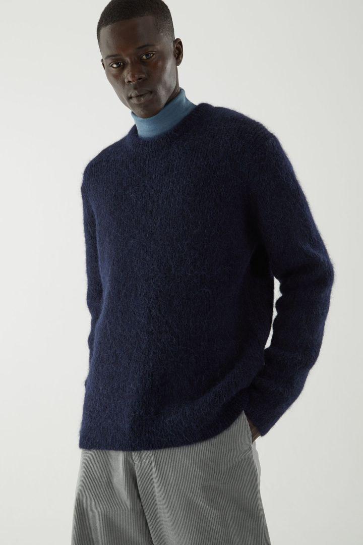 COS default image 9 of 블루 in 브러쉬드 울 크루넥 스웨터