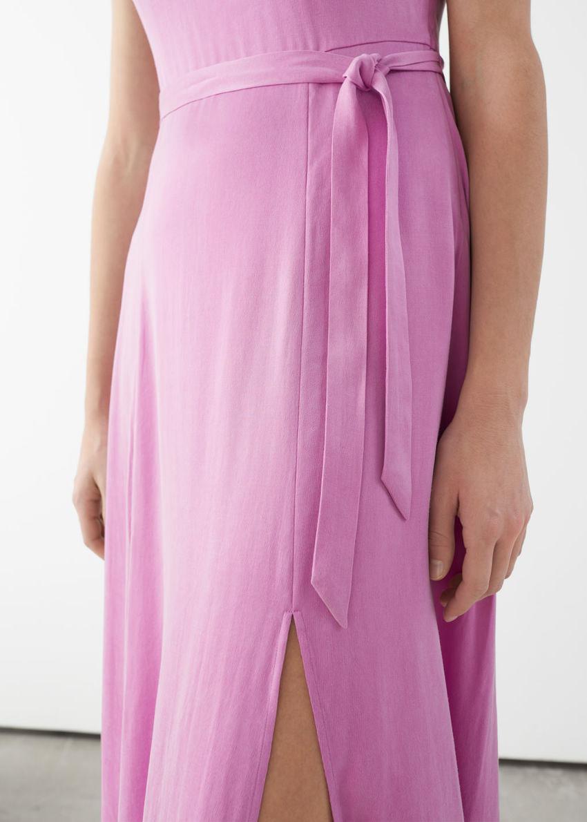 앤아더스토리즈 스쿠프 넥 미디 드레스의 핑크컬러 ECOMLook입니다.