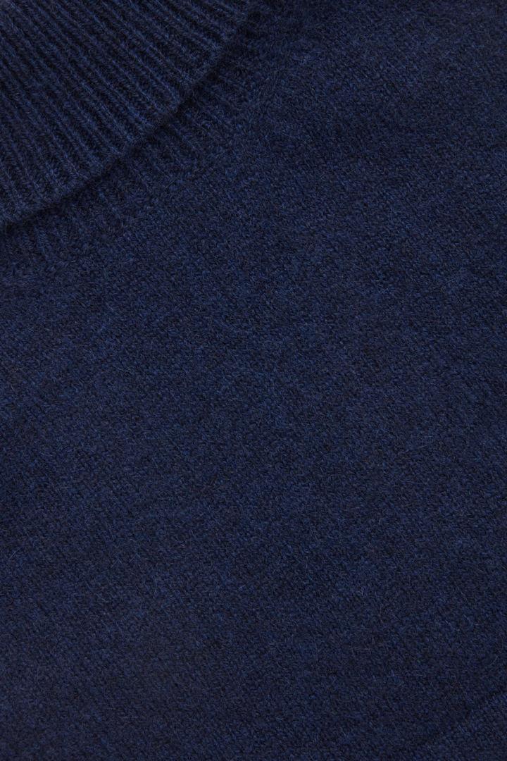 COS hover image 10 of 블루 in 롤넥 캐시미어 스카프