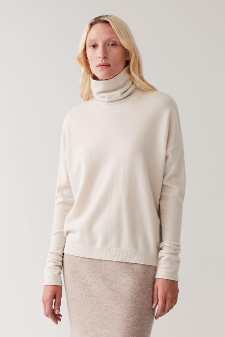 COS default image 5 of 베이지 in 롤넥 캐시미어 스웨터