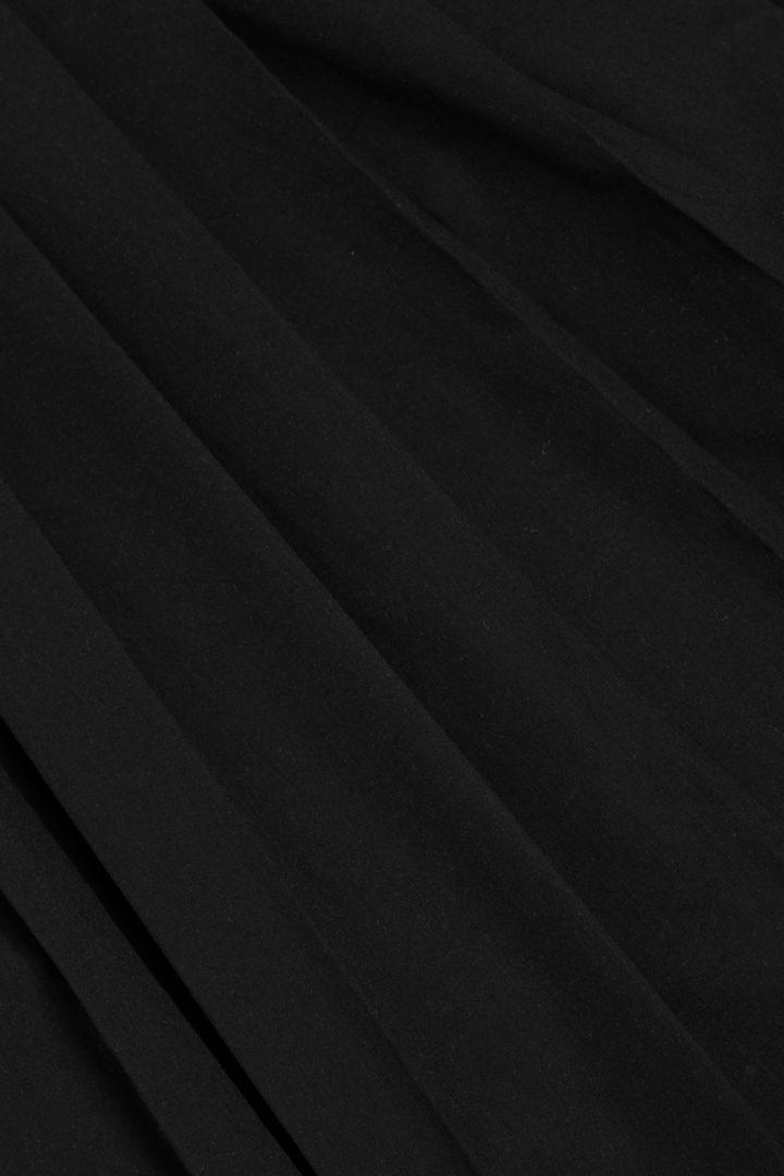 COS 플리티드 코튼 탑의 블랙컬러 Detail입니다.