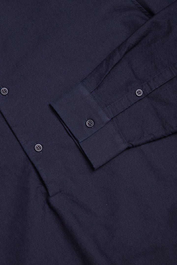 COS 그랜대드 칼라 튜닉 셔츠의 네이비컬러 Detail입니다.