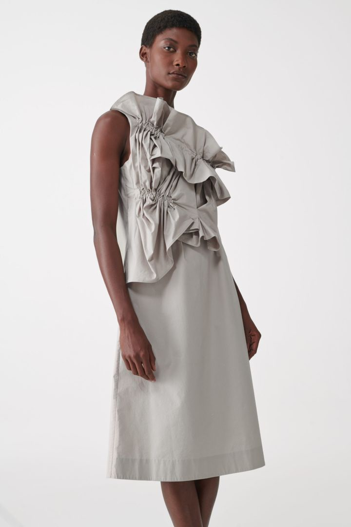 COS default image 9 of 베이지 in 오가닉 코튼 루쉬드 패널 드레스
