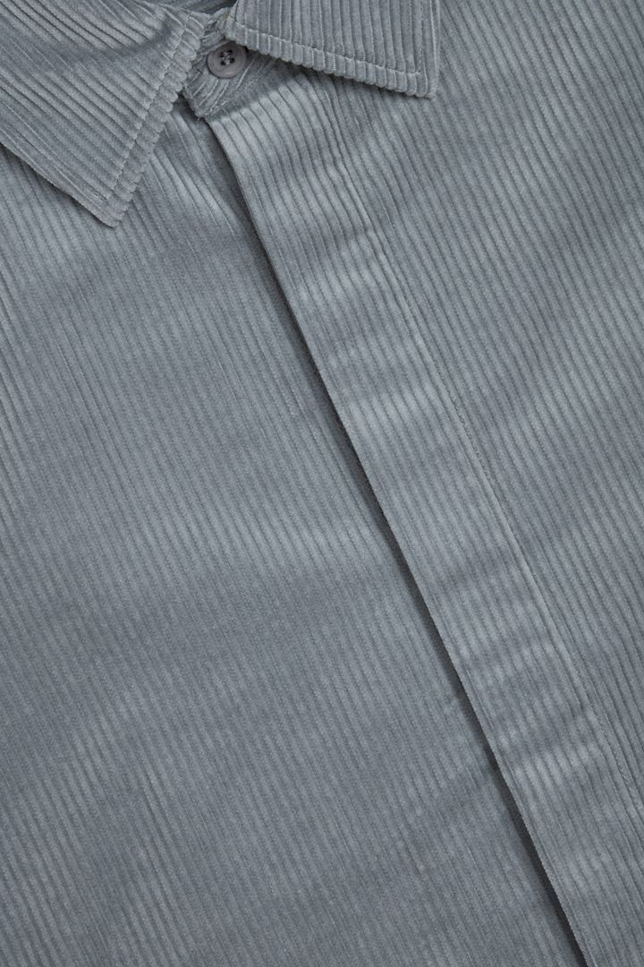 COS 코튼 코듀로이 셔츠의 그레이컬러 Detail입니다.