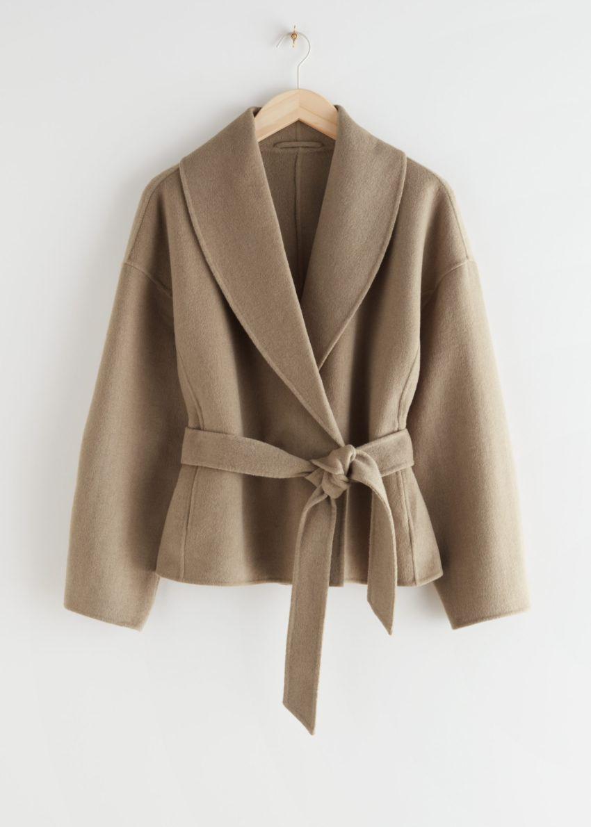 앤아더스토리즈 벨티드 울 블렌드 재킷의 카멜컬러 Product입니다.