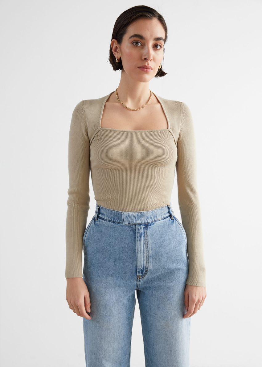 앤아더스토리즈 롱 슬리브 튜뷸러 넥 스웨터의 베이지컬러 ECOMLook입니다.