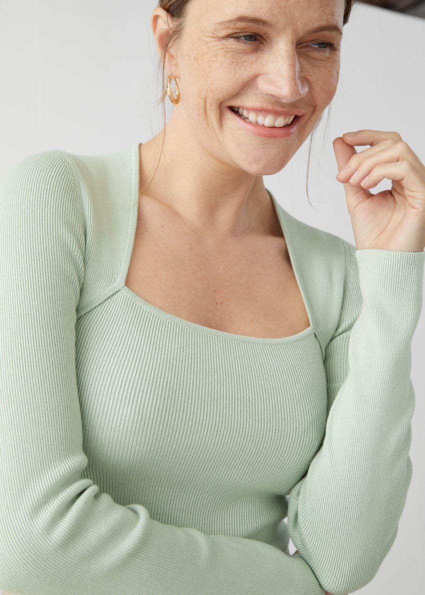 앤아더스토리즈 롱 슬리브 튜뷸러 넥 스웨터의 민트컬러 ECOMLook입니다.