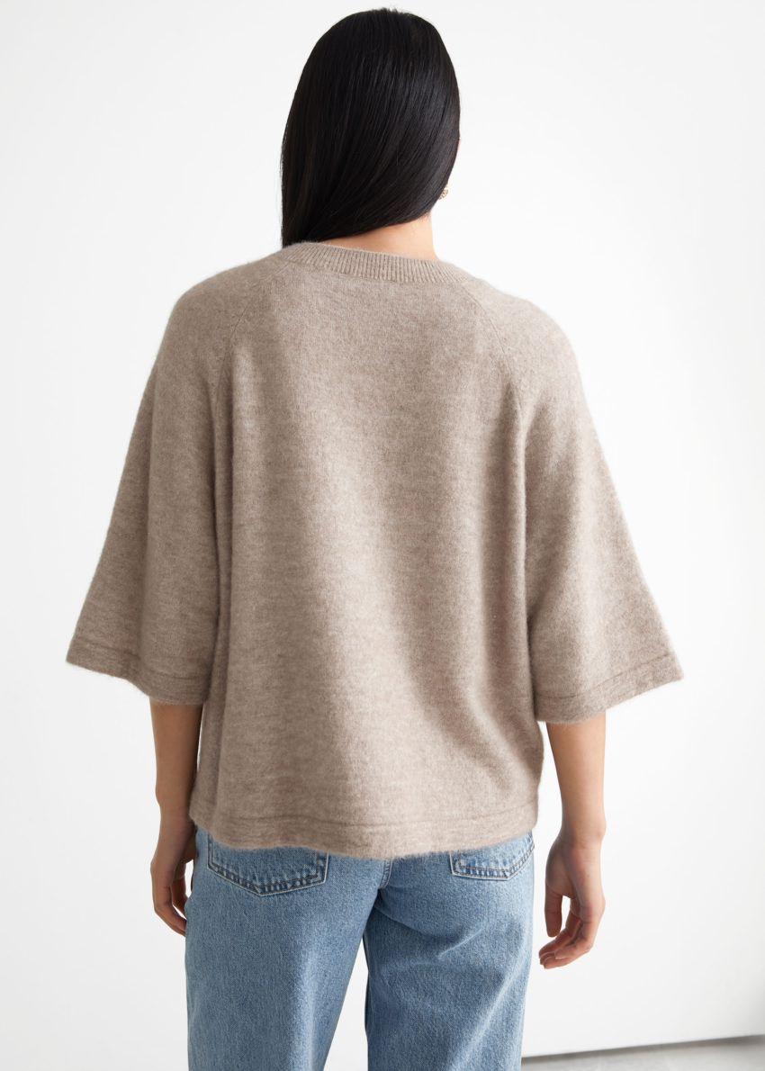 앤아더스토리즈 박시 알파카 티셔츠의 몰컬러 ECOMLook입니다.