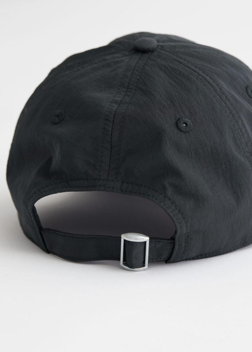 앤아더스토리즈 테크니컬 나일론 베이스볼 캡의 블랙컬러 Detail입니다.