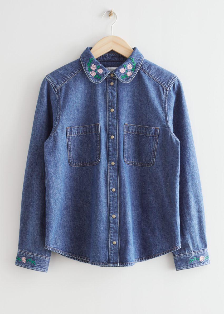 앤아더스토리즈 플로럴 엠브로이더리 데님 셔츠의 블루컬러 Product입니다.