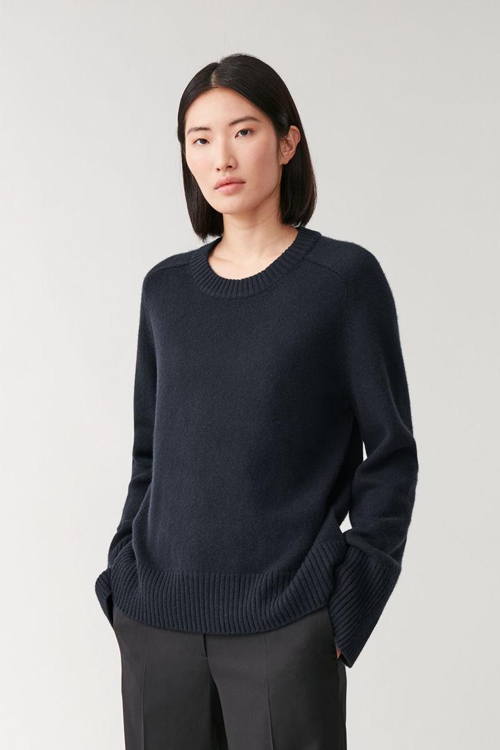 COS default image 7 of 블루 in 리브 디테일 캐시미어 스웨터
