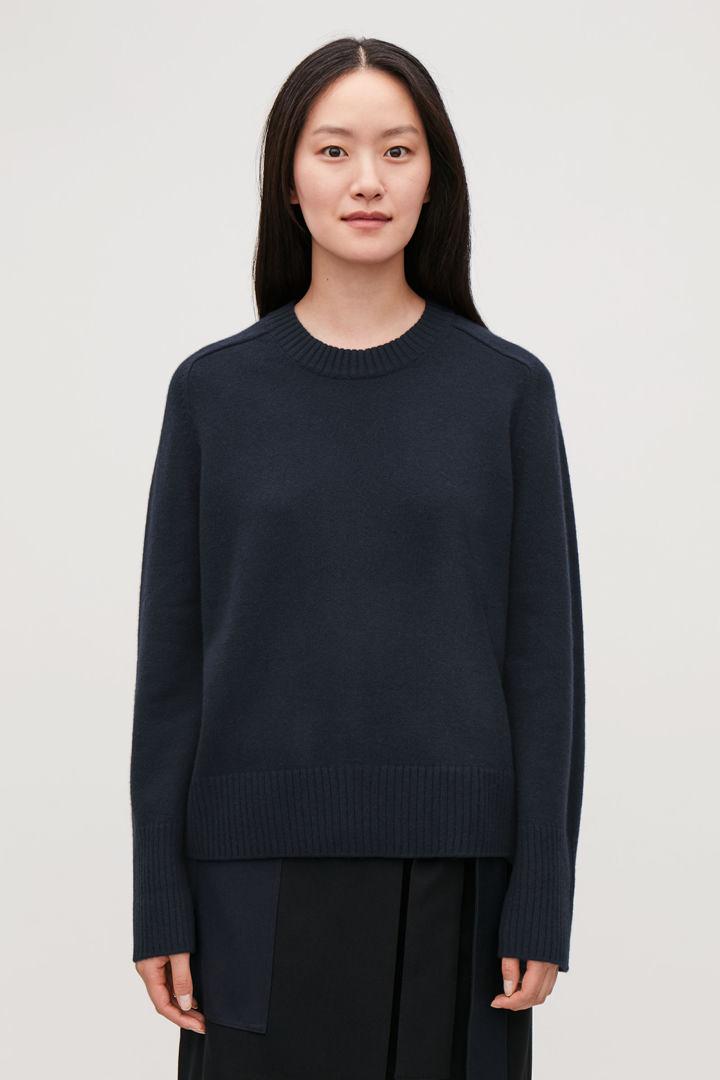 COS default image 11 of 블루 in 리브 디테일 캐시미어 스웨터