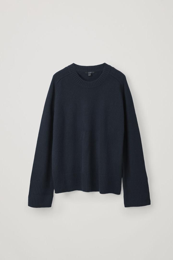 COS hover image 7 of 블루 in 리브 디테일 캐시미어 스웨터