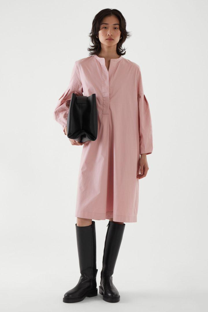 COS default image 8 of  in 플리티드 셔츠 드레스