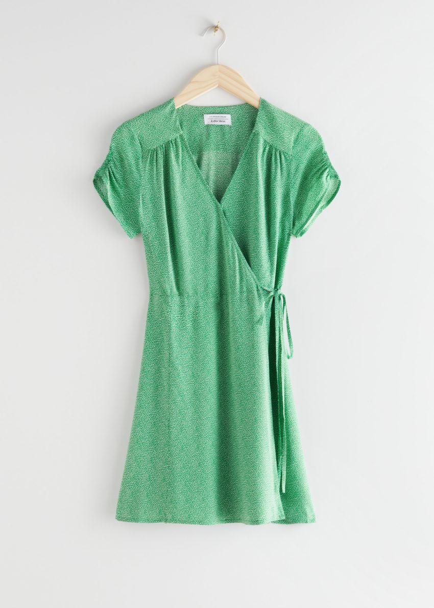 앤아더스토리즈 마이크로 플로럴 랩 미니 드레스의 그린 프린트컬러 Product입니다.