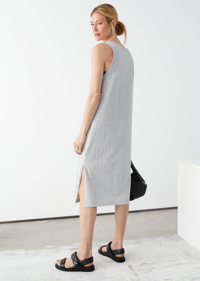 앤아더스토리즈 릴렉스드 듀오 슬릿 미디 드레스의 그레이 멜란지컬러 ECOMLook입니다.