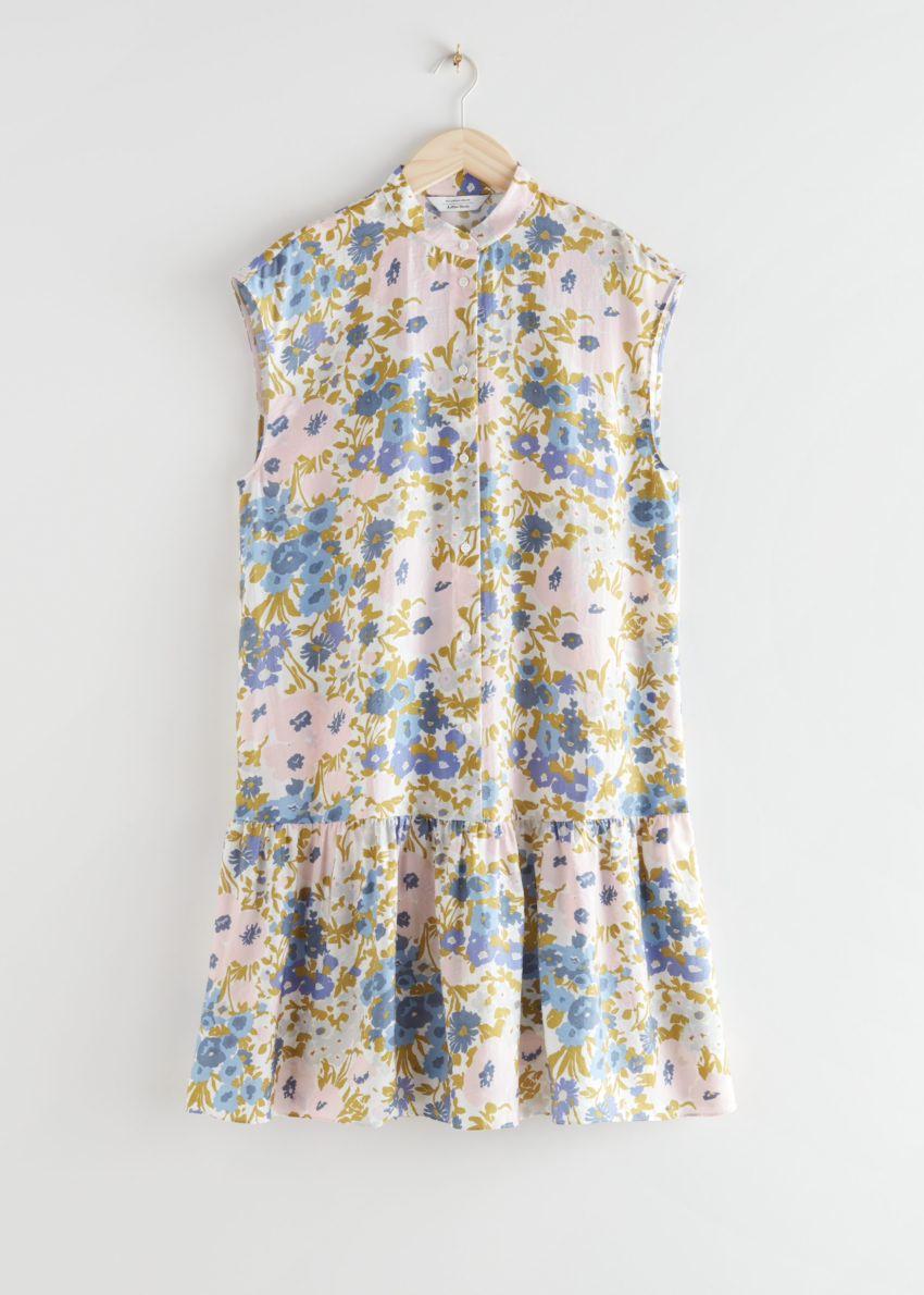 앤아더스토리즈 볼류미너스 버튼 미디 드레스의 블루 플로럴컬러 Product입니다.