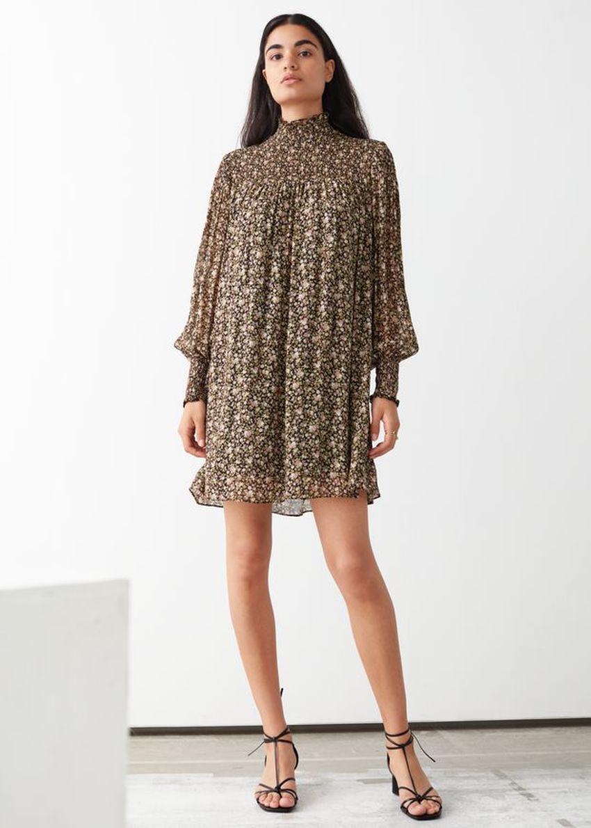 앤아더스토리즈 시어 스모크 미니 드레스의 플로럴 프린트컬러 ECOMLook입니다.