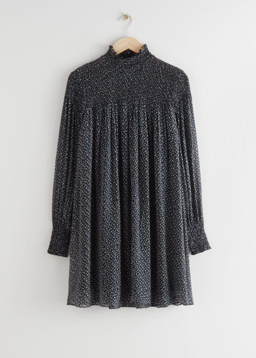 앤아더스토리즈 시어 스모크 미니 드레스의 블랙 플로럴컬러 Product입니다.