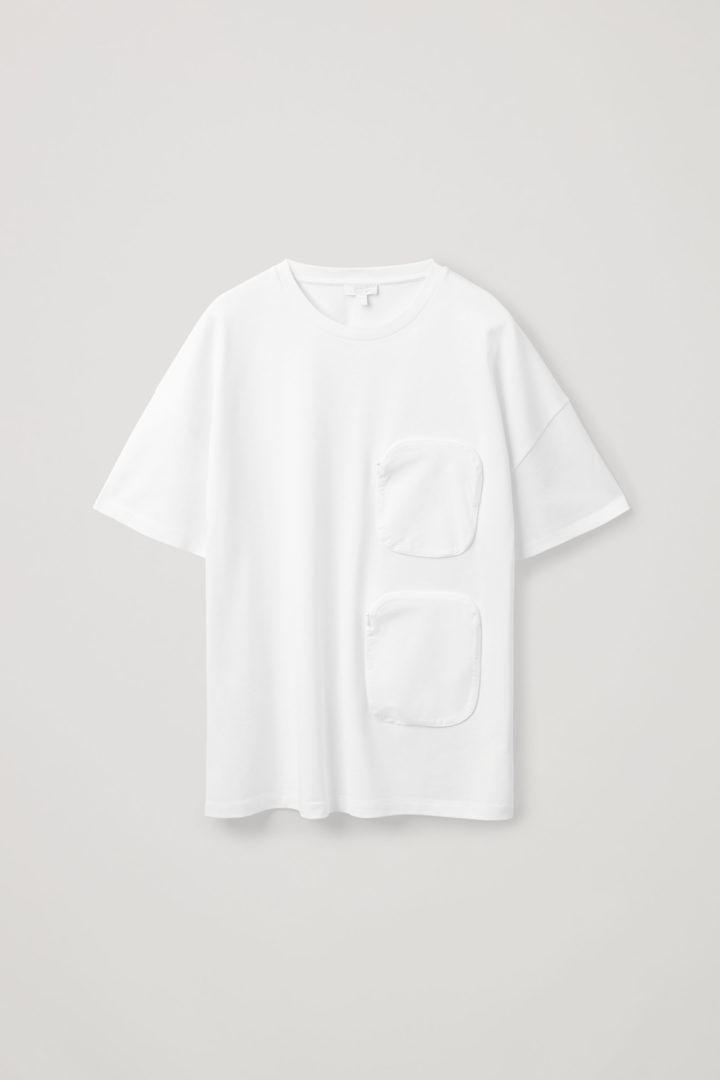COS 오가닉 코튼 우븐 포켓 오버사이즈 티셔츠의 화이트컬러 Product입니다.