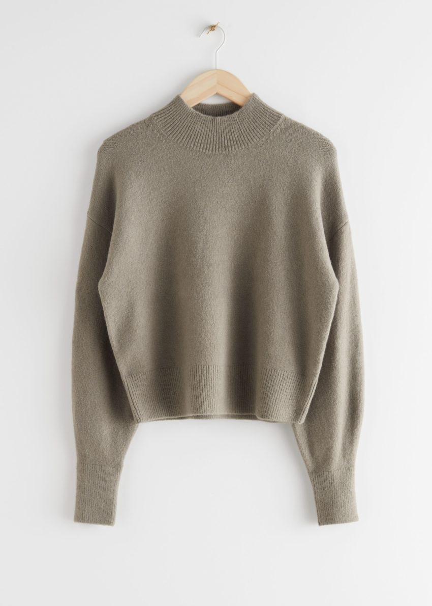 앤아더스토리즈 모크 넥 스웨터의 몰컬러 Product입니다.