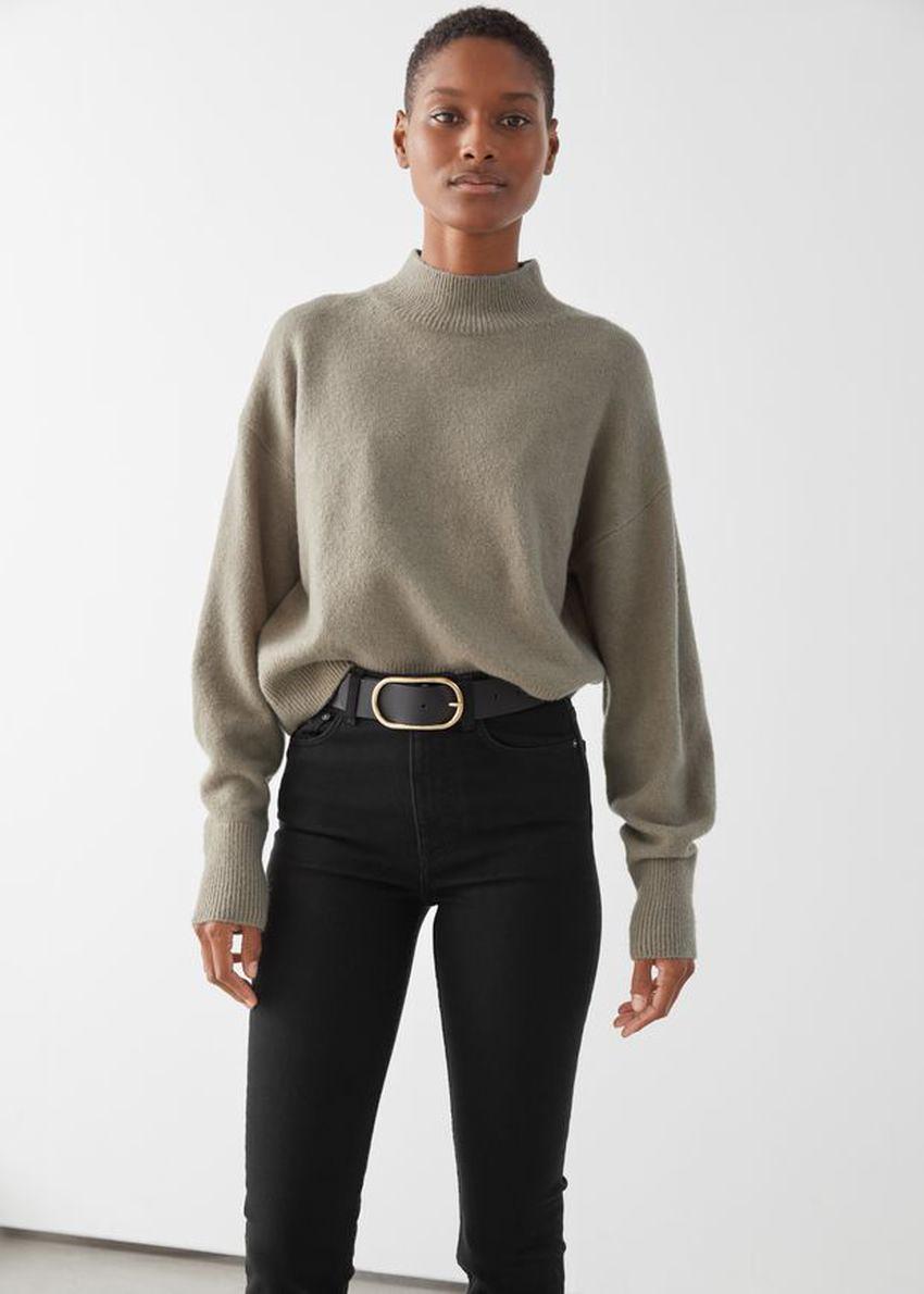 앤아더스토리즈 모크 넥 스웨터의 몰컬러 ECOMLook입니다.
