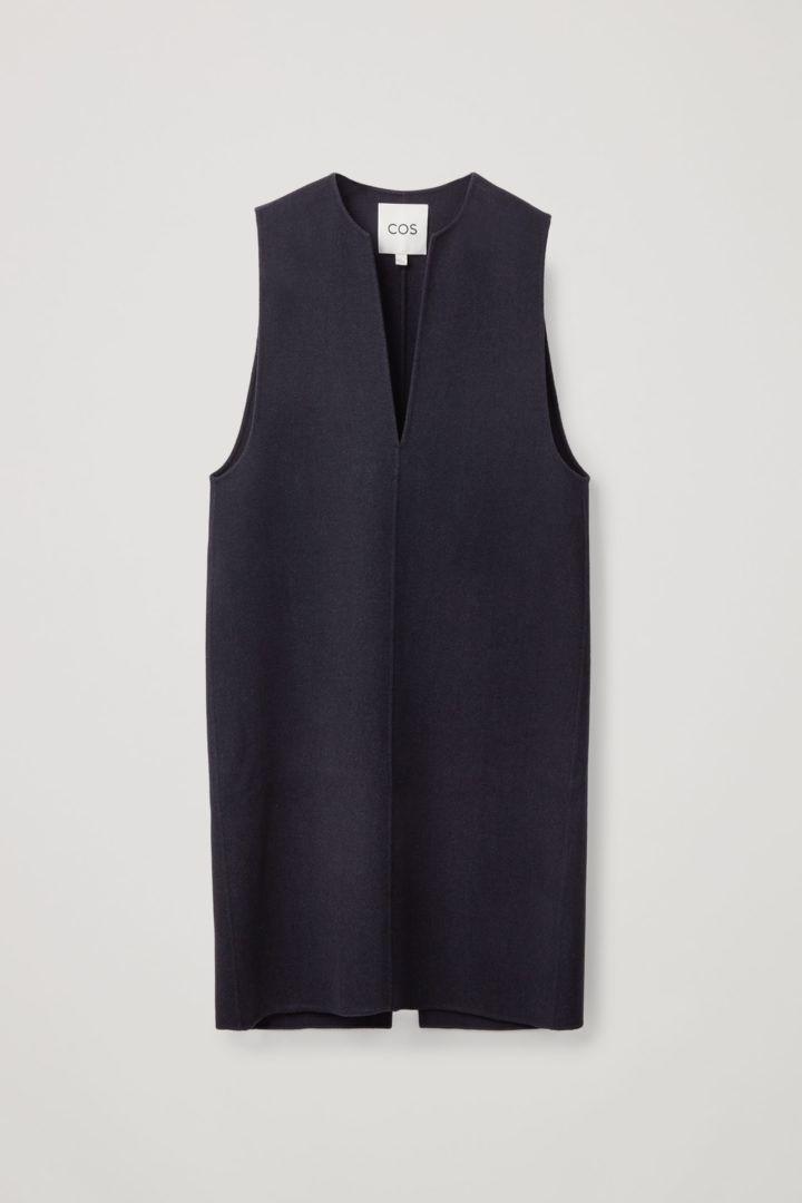 COS hover image 3 of 블루 in 슬리브리스 브이넥 미디 드레스