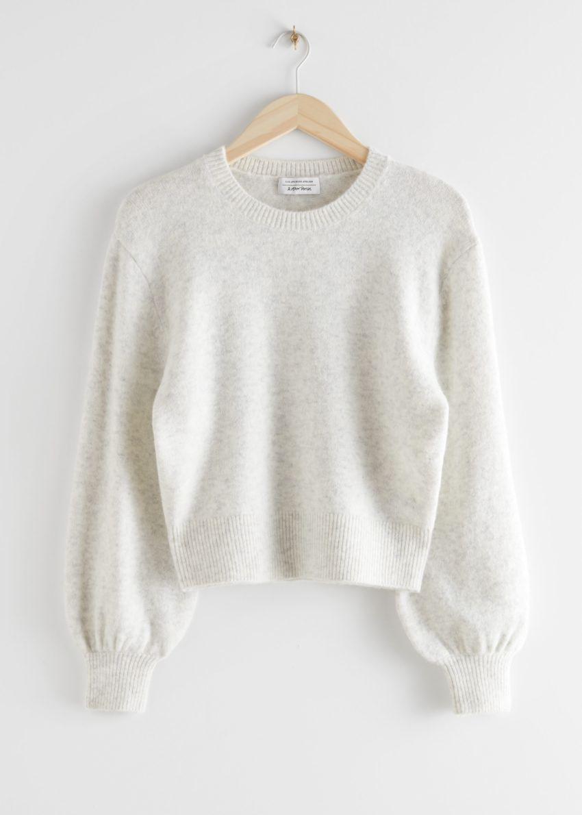 앤아더스토리즈 크롭 스웨터의 라이트 그레이컬러 Product입니다.