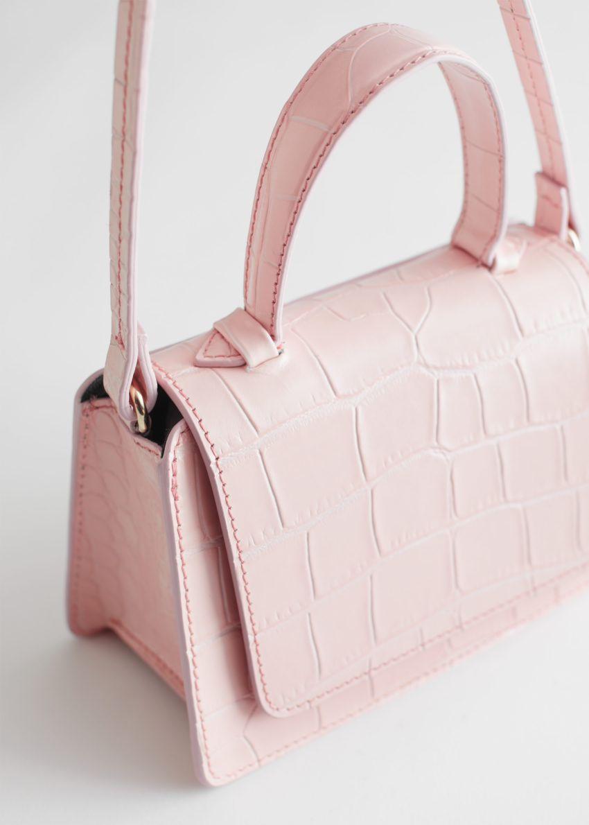 앤아더스토리즈 크로크 엠보스드 미니 레더 백의 라이트 핑크컬러 Detail입니다.