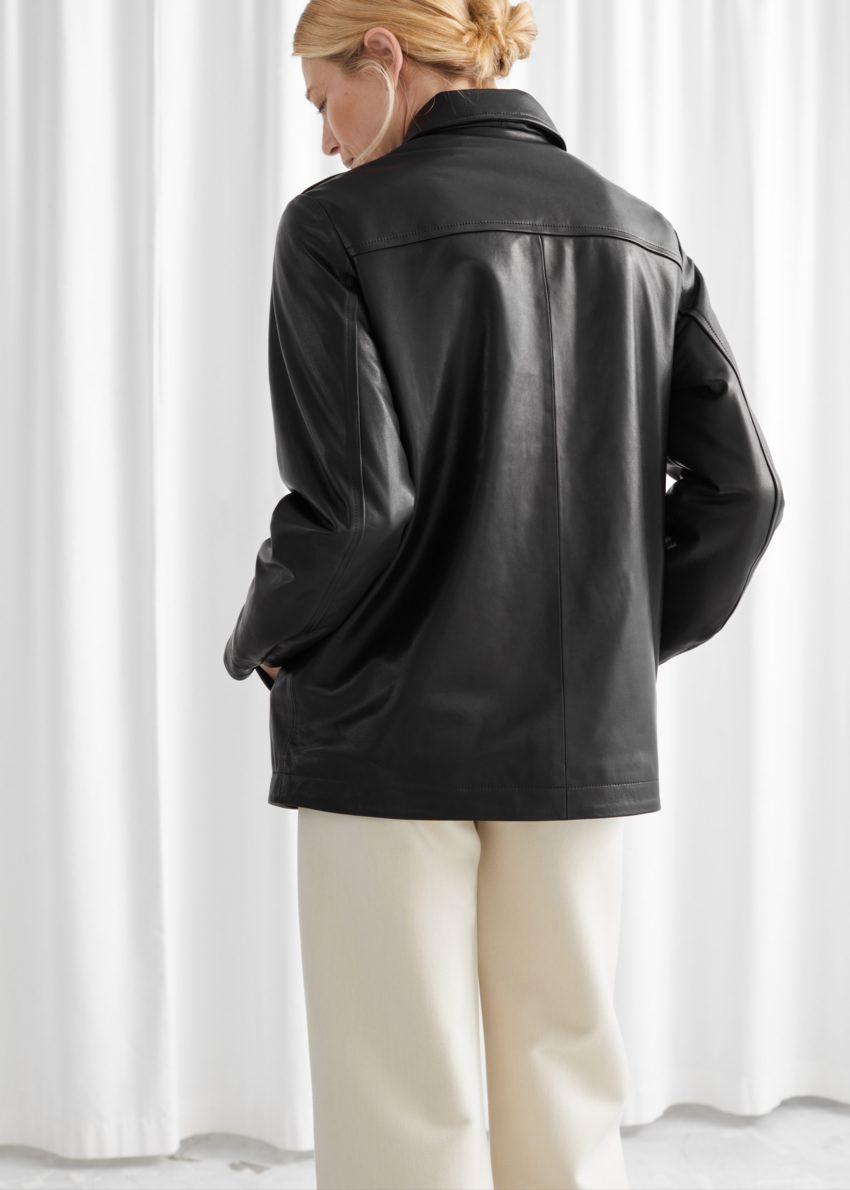 앤아더스토리즈 패디드 레더 재킷의 블랙컬러 ECOMLook입니다.