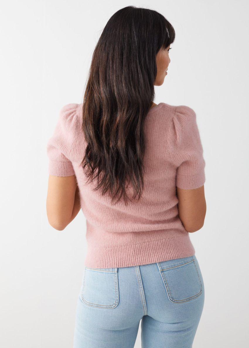 앤아더스토리즈 스위트하트 넥 니트 스웨터의 핑크컬러 ECOMLook입니다.