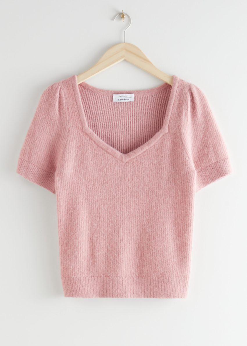 앤아더스토리즈 스위트하트 넥 니트 스웨터의 핑크컬러 Product입니다.