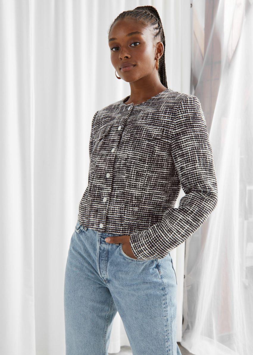 앤아더스토리즈 테일러드 트위드 재킷의 블랙컬러 ECOMLook입니다.