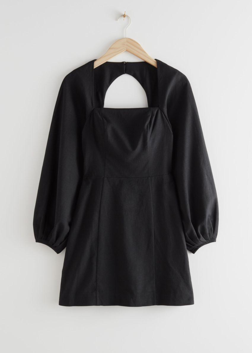 앤아더스토리즈 벌룬 슬리브 미니 드레스의 블랙컬러 Product입니다.