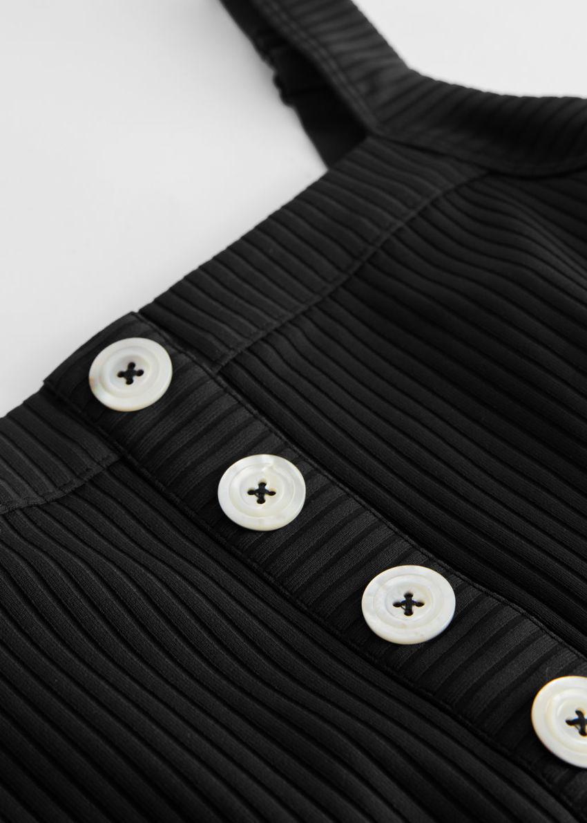 앤아더스토리즈 립 버튼 업 스윔수트의 블랙컬러 Detail입니다.