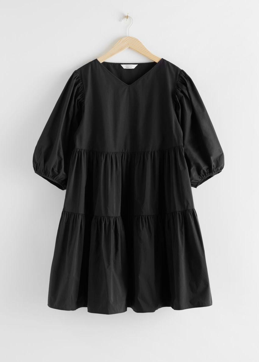 앤아더스토리즈 코튼 블렌드 볼류미너스 미디 드레스의 블랙컬러 Product입니다.