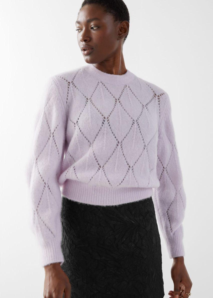 앤아더스토리즈 알파카 블렌드 니트 스웨터의 라일락컬러 ECOMLook입니다.