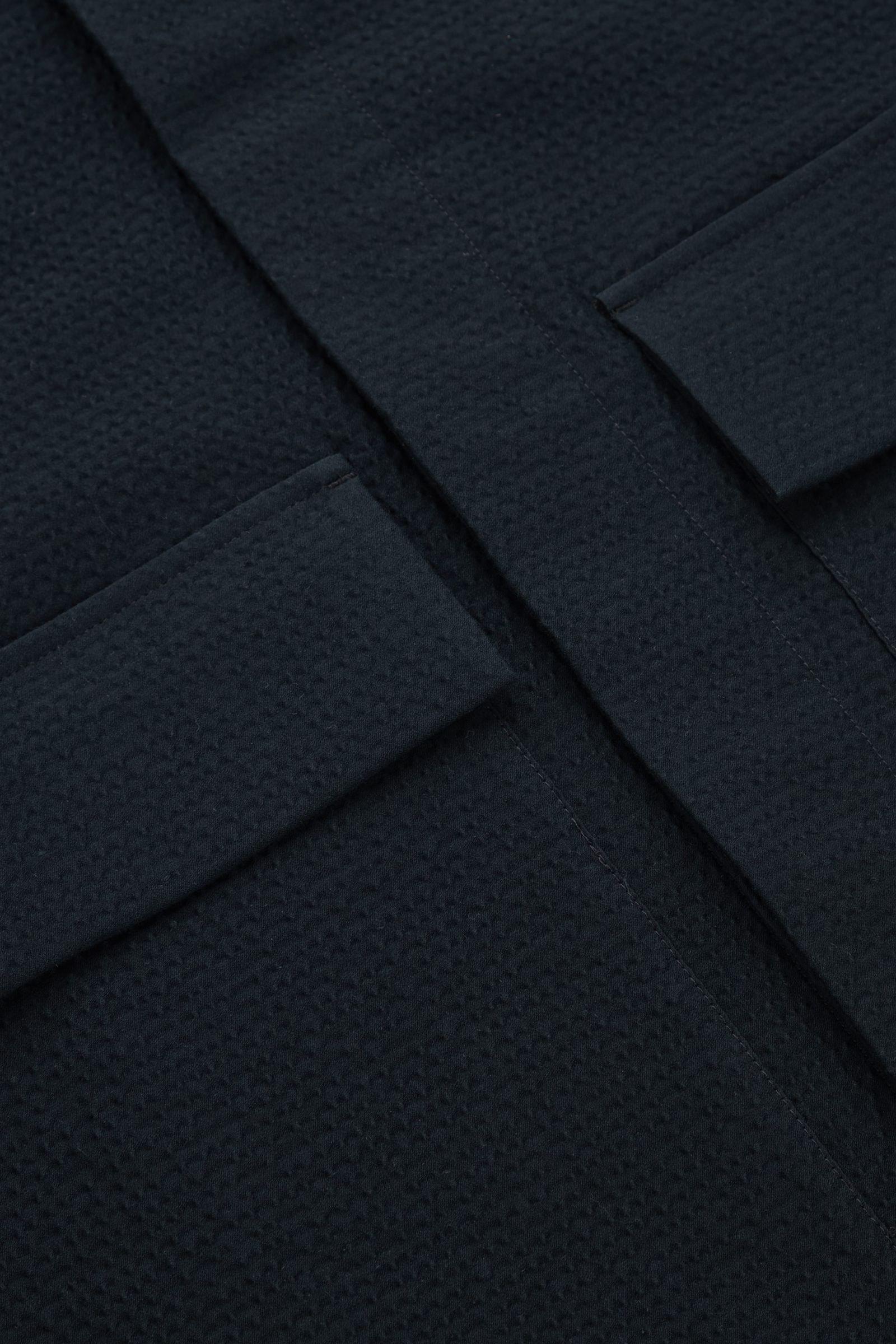 COS 시어서커 오버셔츠의 네이비컬러 Detail입니다.