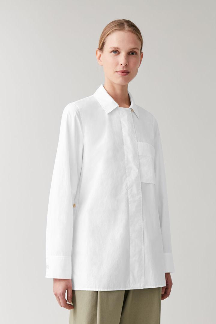 COS default image 4 of 화이트 in 히든 플래킷 코튼 셔츠