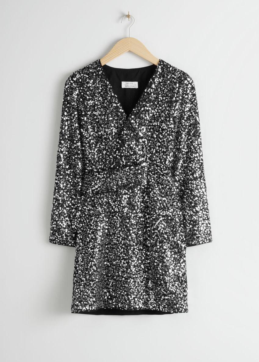 앤아더스토리즈 벨티드 시퀸 미니 드레스의 실버컬러 Product입니다.