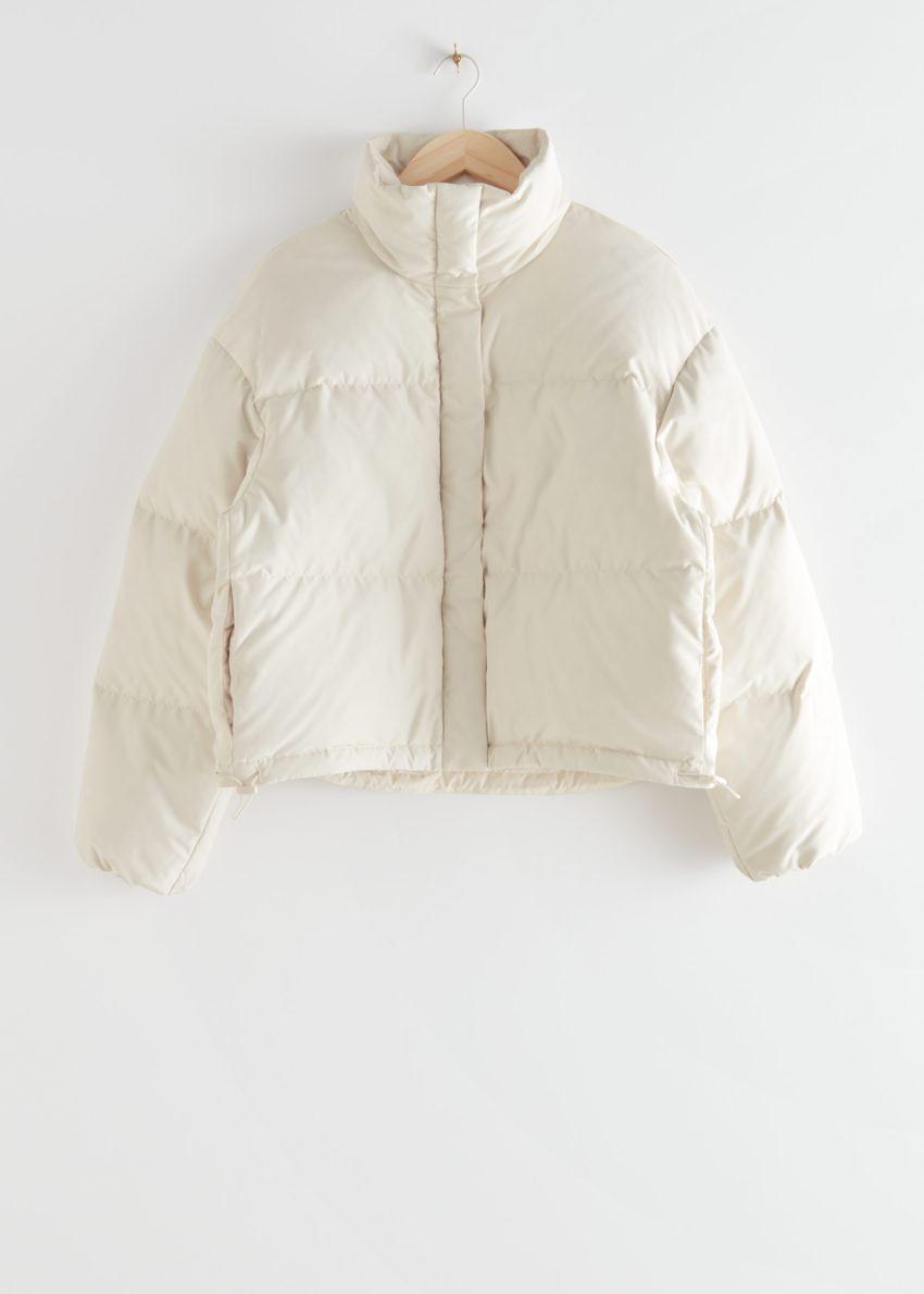 앤아더스토리즈 쇼트 오버사이즈 푸퍼 재킷의 화이트컬러 Product입니다.