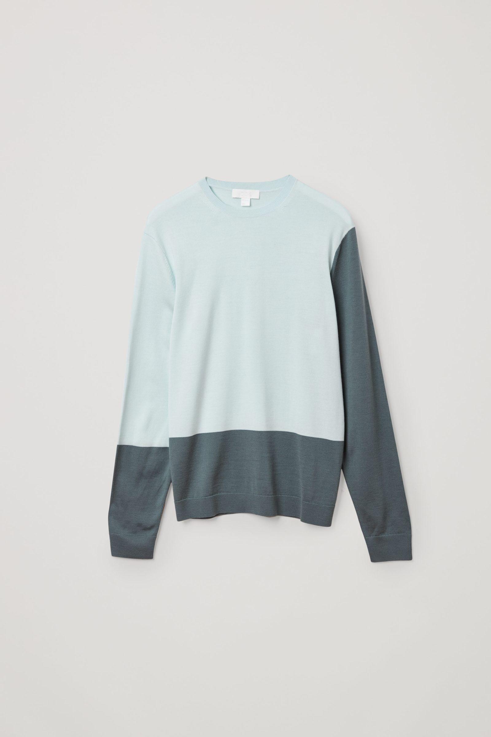 COS 메리노 크루넥 스웨터의 터쿼이즈컬러 Product입니다.