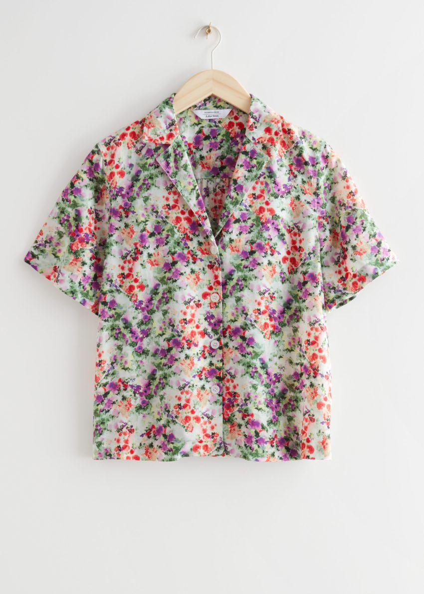 앤아더스토리즈 쇼트 슬리브 플로럴 프린트 셔츠의 플로럴 프린트컬러 Product입니다.