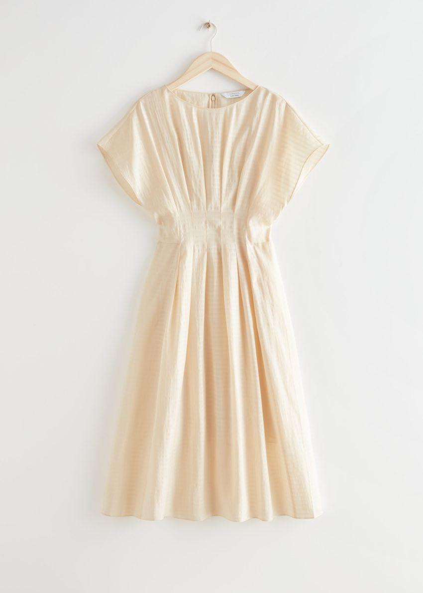 앤아더스토리즈 피티드 웨이스트 와이드 슬리브 미디 드레스의 크림컬러 Product입니다.